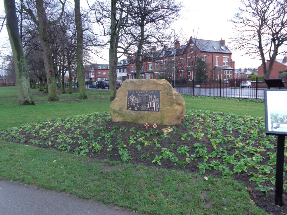 Memorial_to_the_Barnbow_Lasses,_Manston_Park,_Cross_Gates,_Leeds_(7th_December_2013)_001